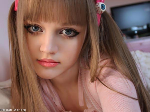 دختری که بدون هیچ گونه عمل زیبایی شبیه عروسک است + عکس 1