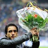 مهدوی کیا امشب برابر ستاره های فوتبال جهان کاپ طلای فوتبال آسیایش را به موزه هامبورگ هدیه داد