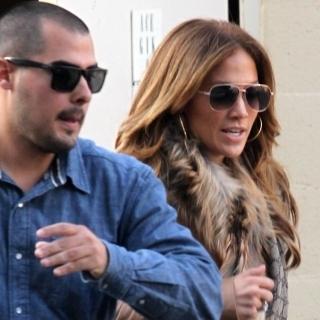 عکس های جنیفر لوپز و نامزد 24 ساله اش در حال رفتن به جواهر فروشی