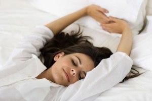 طاق باز می خوابید یا به روی شکم؟