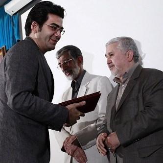 فرزاد حسنی و احسان علیخانی براي برنامه سال تحويل جایزه گرفتند
