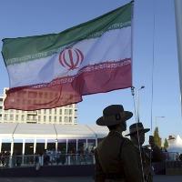 اهتزاز پرچم ایران در دهکده المپیک 2012 لندن + عکس