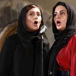 آوازخوانی خواننده زن در رادیو جوان