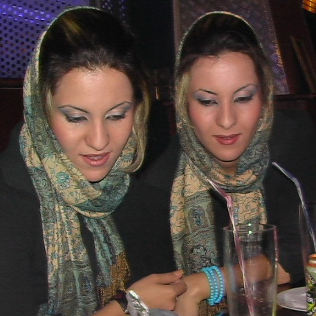 این دو دختر ایرانی رو میشناسید؟