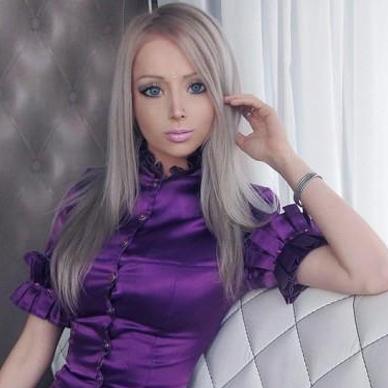 دختری که برای زیبایی ۲۰۰ بار عمل جراحی انجام داد + عکس