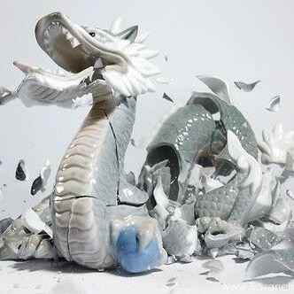 مجسمه های چینی در حال شکستن +عكس