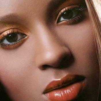 آرایش صورت با رنگ چشم مشکی و پوستهای سبزه و تیره!