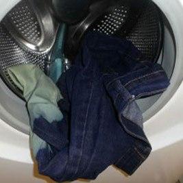 چگونه شلوار جین را با ماشین لباسشویی بشوییم؟