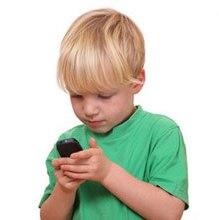 از چه سنی برای کودکان موبایل بگیریم؟