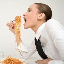 دختری که برای زنده ماندن هر20دقیقه غذا می خورد! +عکس