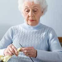 زنان مسن دوسوم روز نشسته اند
