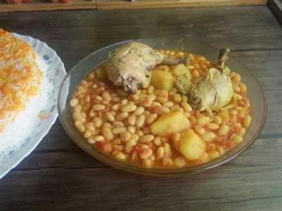 فاصولیا با مرغ و لوبیا سفید غذایی عربی