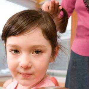 علل ریزش مو در کودکان و راههای درمانـی