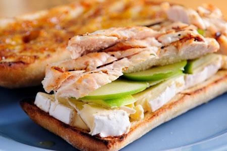 ساندویچ مرغ مخصوص پیک نیک