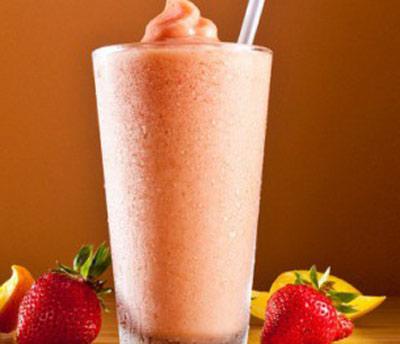طرز تهیه اسموتی نارنگی و توت فرنگی برای ایمنی بدن از سرماخوردگی