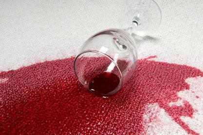 نحوه تمیز کردن شربت رنگی از روی فرش سفید