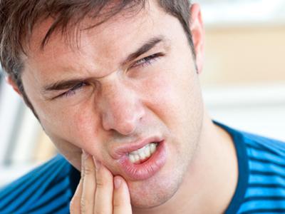 آبسه دندان و علائم و راههای درمان آبسه دندان و لثه