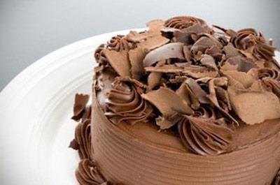 طرز تهیه ورقه های شکلات رولی برای تزیین کیک ها