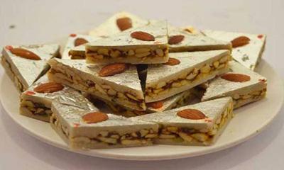 طرز تهیه دسر بادام و پسته شیرینی مخصوص عید نوروز
