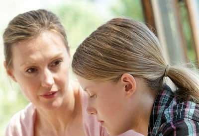 نکاتی که قبل از شروع عادت ماهیانه باید با دختران در میان گذاشت
