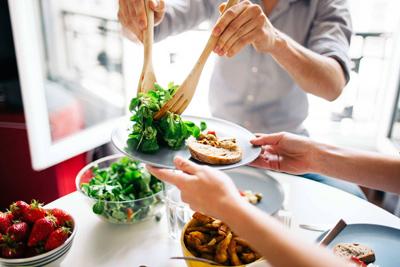 نحوه خوردن غذای کم و سالم با خرج کمتر