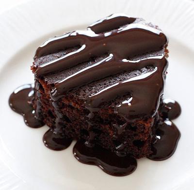 طرز تهیه کیک شکلاتی با سس شکلات