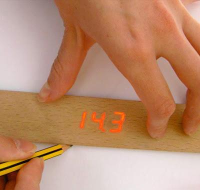 این خط کش طول خط ترسیمی شما را در نمایشگر دیجیتال خود به شما نشان میدهد.
