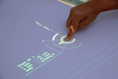 میزهای معمولی به نمایشگرهای لمسی تبدیل شدند