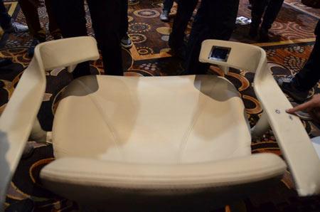 به کمک صندلی Tao Chair نشسته کالری بسوزانید