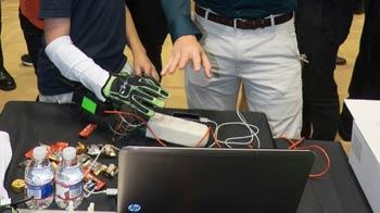 ساخت دستکشی متفاوت برای لمس اشیاء در بازی