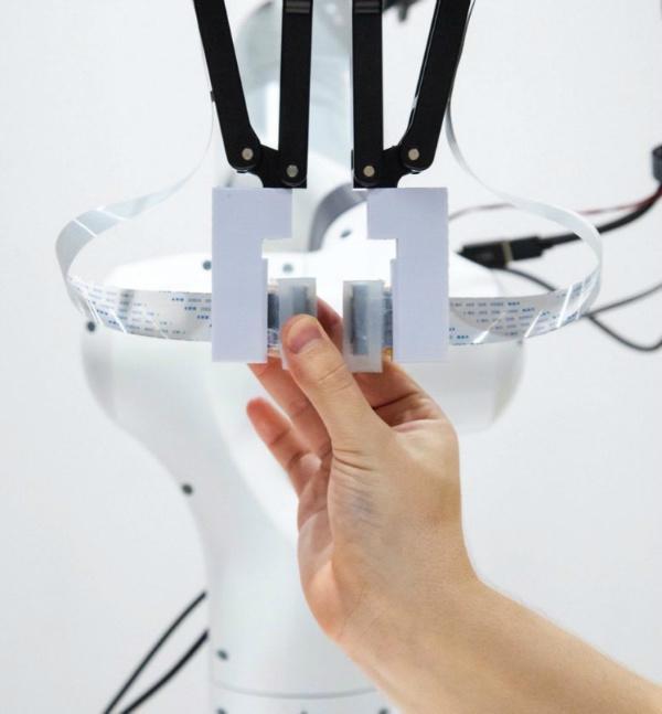 پوست رباتیک که هزار برابر سریع تر از انسان لمس می کند!